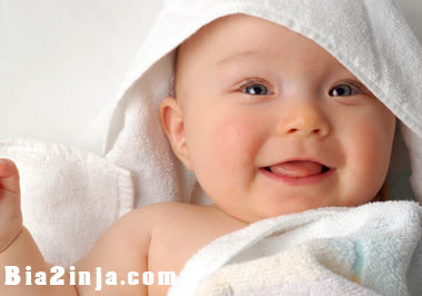 تصویر از دلیل لبخند نوزادان تازه متولد شده چیست؟